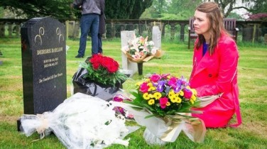 Tracy visits Deirdre's grave 8 July 2016