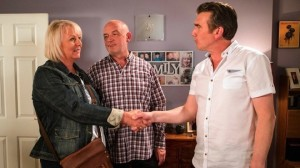 Eileen meets Phelan's associate Vinny - Coronation Street Friday 26 August 2016
