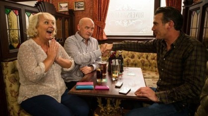 eileen-phelan-and-vinny-celebrate-coronation-street-16-september-2016