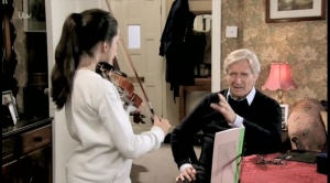 amy-plays-violin-for-ken-coronation-street